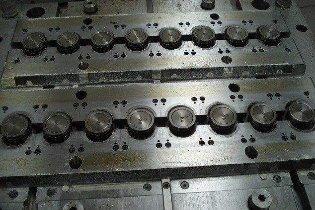 Manutenção de moldes de injeção plastica